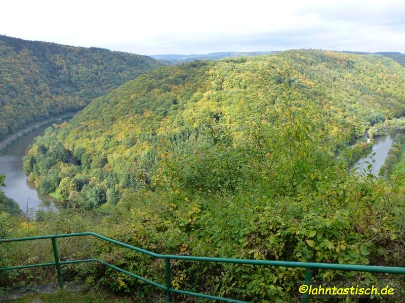 Die Lahn vom Aussichtspunkt an der Brunnenburg