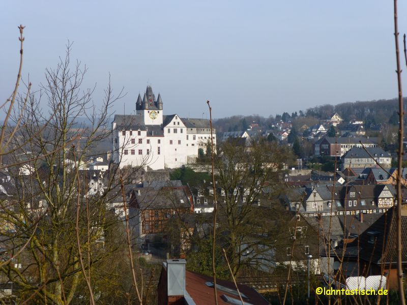 Abschied vom Diezer Grafenschloss - 38 km liegen vor mir!