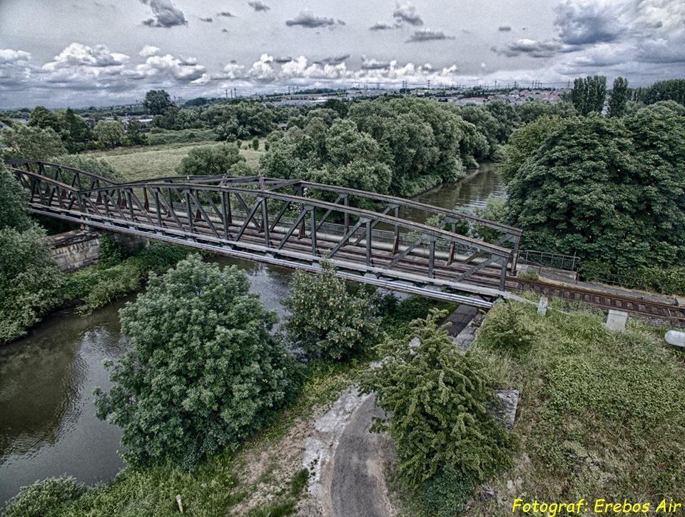 Erebos Air - Die Eisenbahnbrücke zwischen Staffel und Limburg, aus diesem Frühling